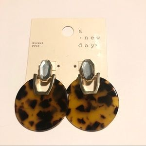 NWT a new day earrings #275